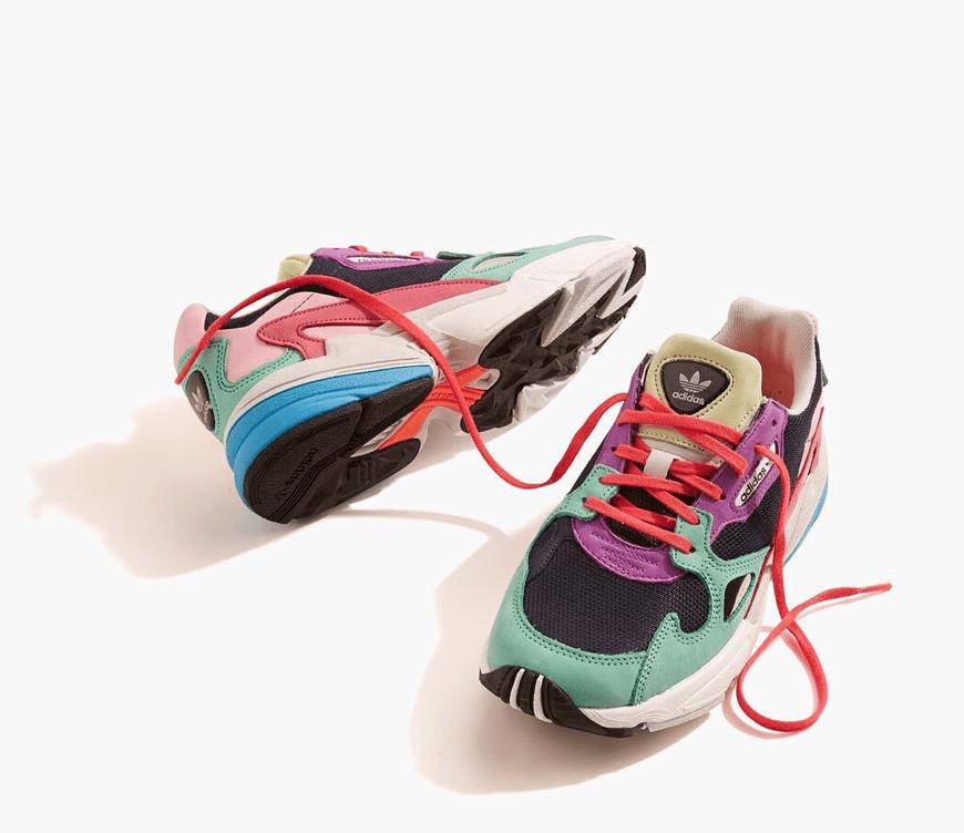 felgekleurde-sneakers